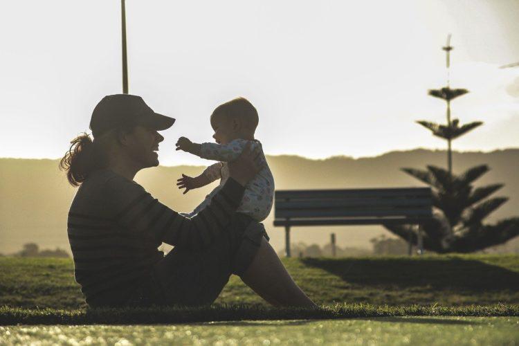 Elternteil und Kind, Elternzeit beim IUBH Fernstudium