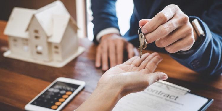 Schlüsselübergabe und Mietvertrag